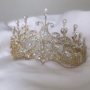 Beautiful tiara!
